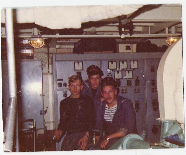 Les mécaniciens dans la salle des machines du lutteur en 1974
