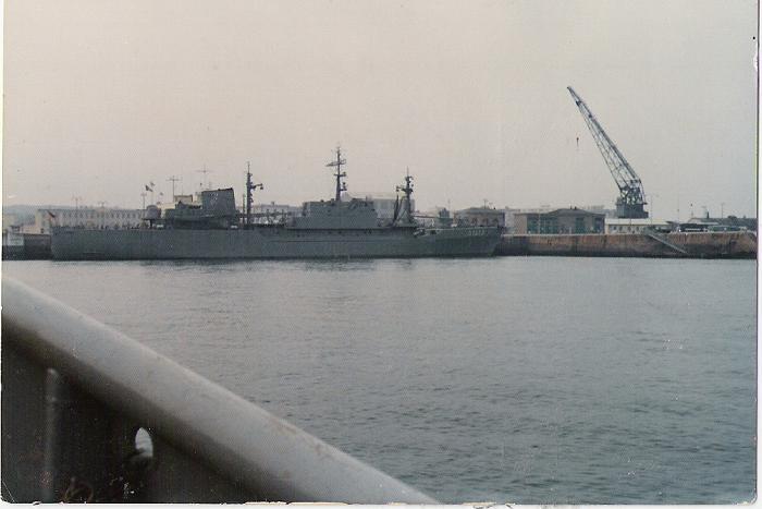 Navire ALLEMAND dans le port militaire de Cherbourg