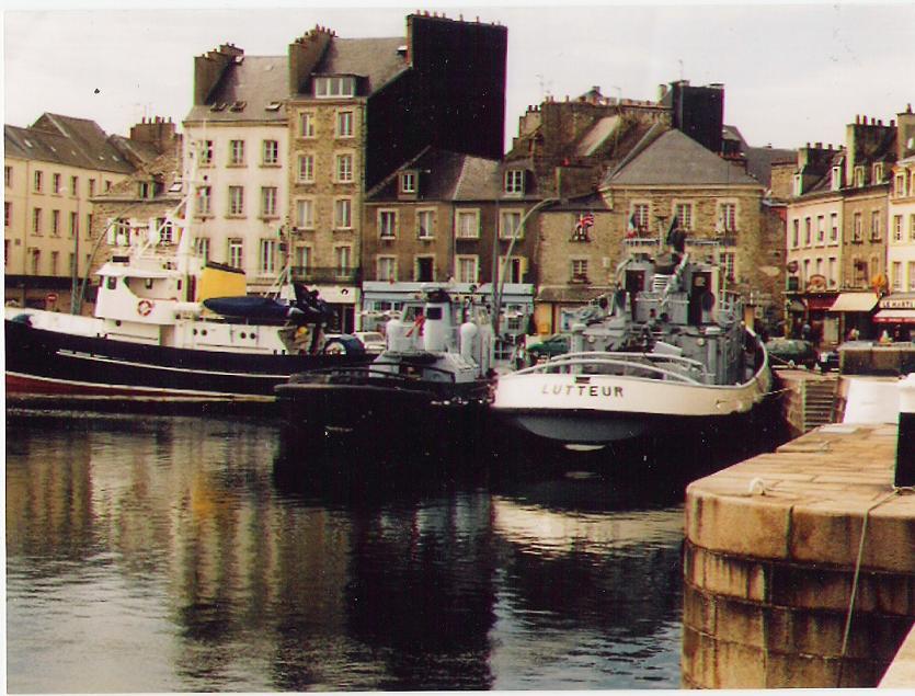 Le Lutteur désarmé à couple d`un remorqueur de rade, dans le port de commerce de Cherbourg