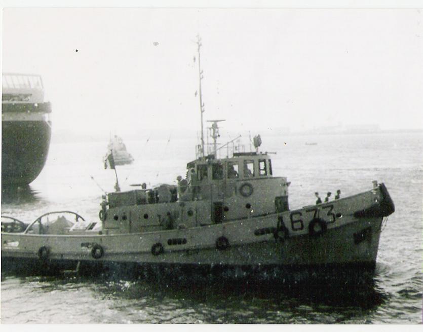 Remorquage du QUEEN ELISABETH II à Cherbourg en 1974
