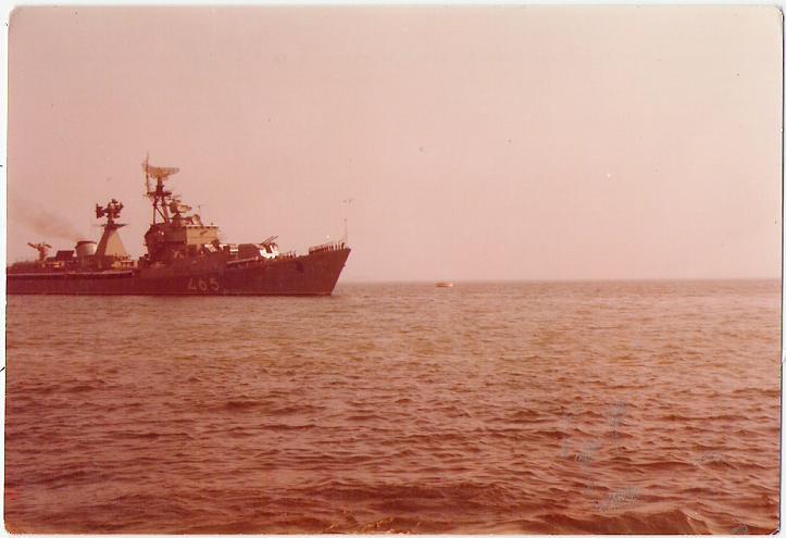 Remorquage d un autre croiseur sovietique